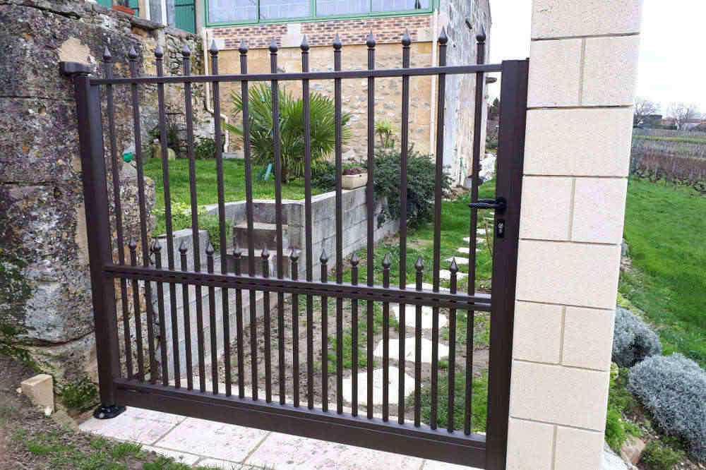 Portail double barreaux aluminium style fer forgé