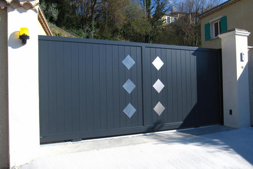 Portail coulissant aluminium LYSEO2